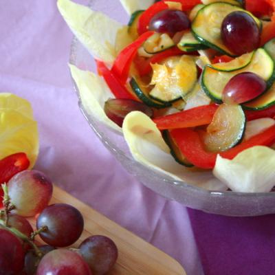 Chicorée Salat mit angebratenen Zucchini und Trauben