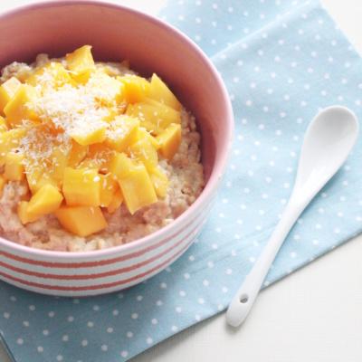 Healthy Breakfast: Mango-Kokos-Porridge