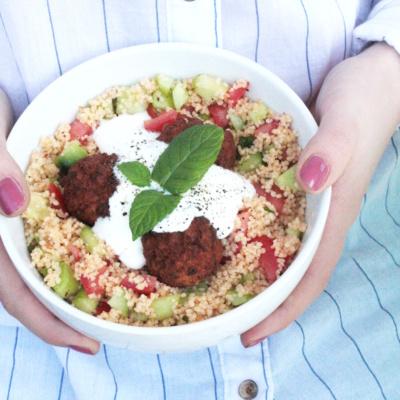 Lunchbowl: Couscous Salat mit Joghurt-Dip