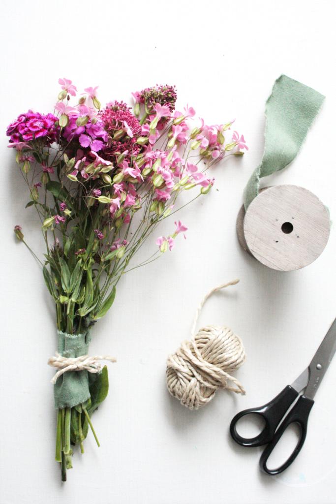 Blumenstrauß schön binden
