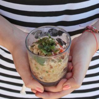 Easy Mittagessen: Quinoa-Salat mit Minze und frischem Zitronendressing