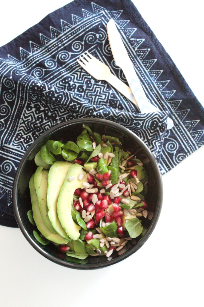 Feldsalat mit Granatapfel und Avocado