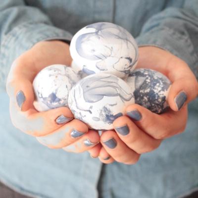 Ostern DIY: Ostereier dekorieren im Marmorstil