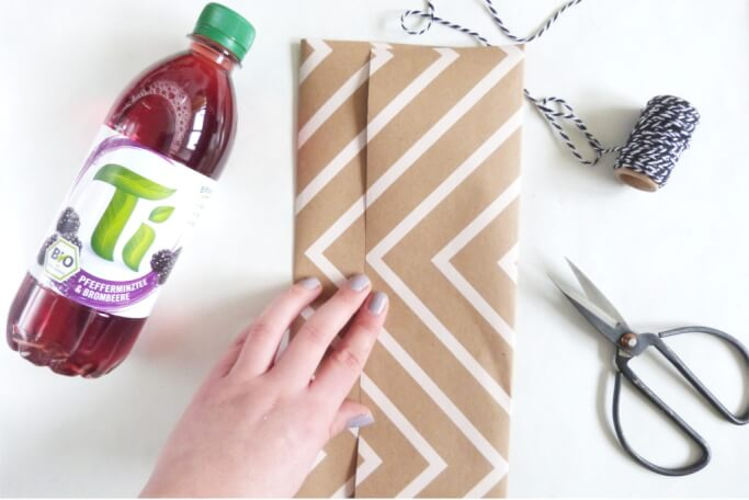 flasche verpacken geschenkverpackung flaschen verpacken. Black Bedroom Furniture Sets. Home Design Ideas