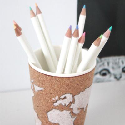 Stiftehalter selbermachen aus Kork mit Weltkartenmotiv