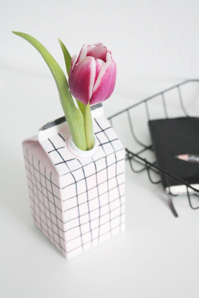 Upcycling DIY Vase aus Tetrapack 6