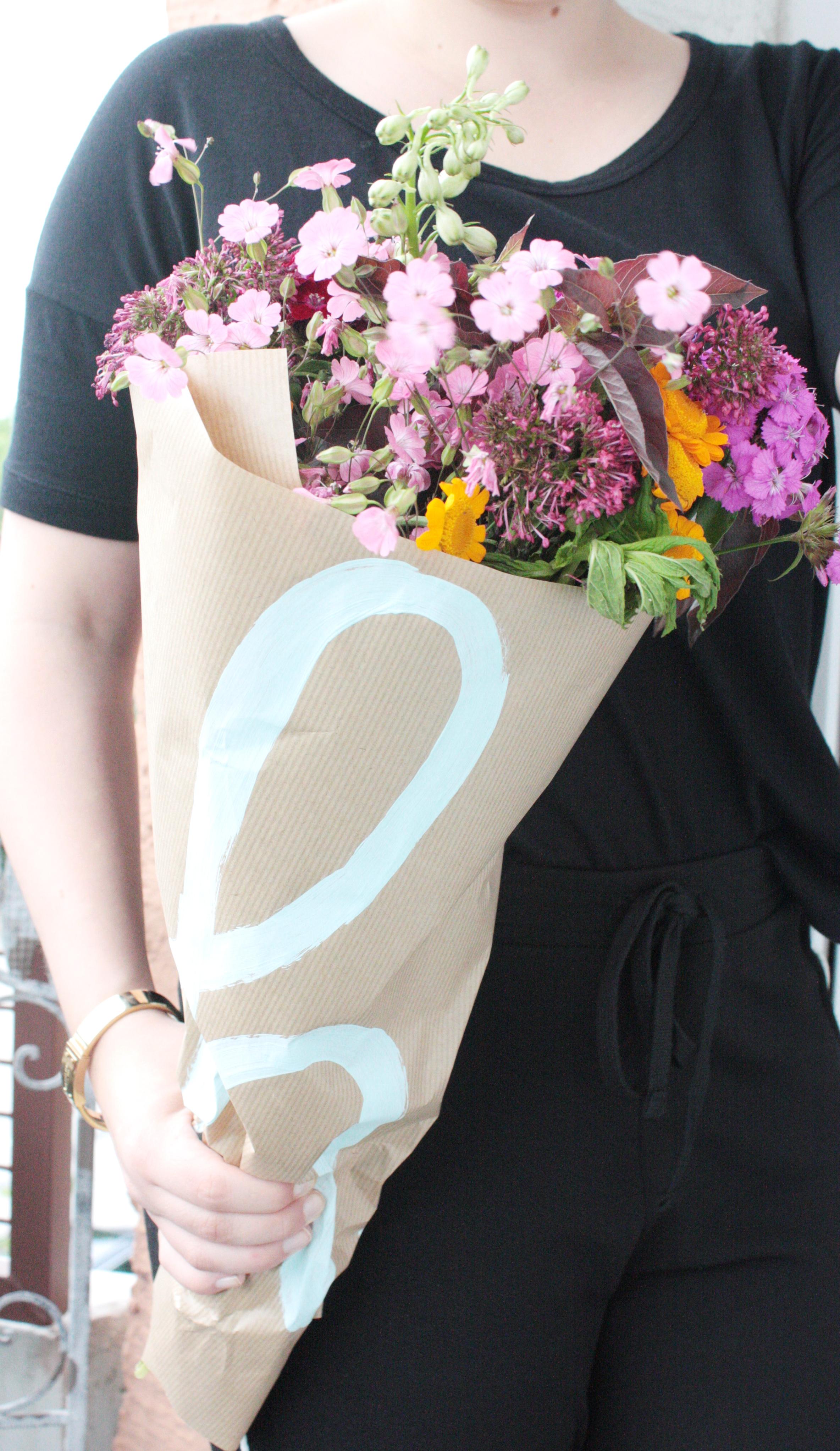 Blumen verpacken zum verschenken 8