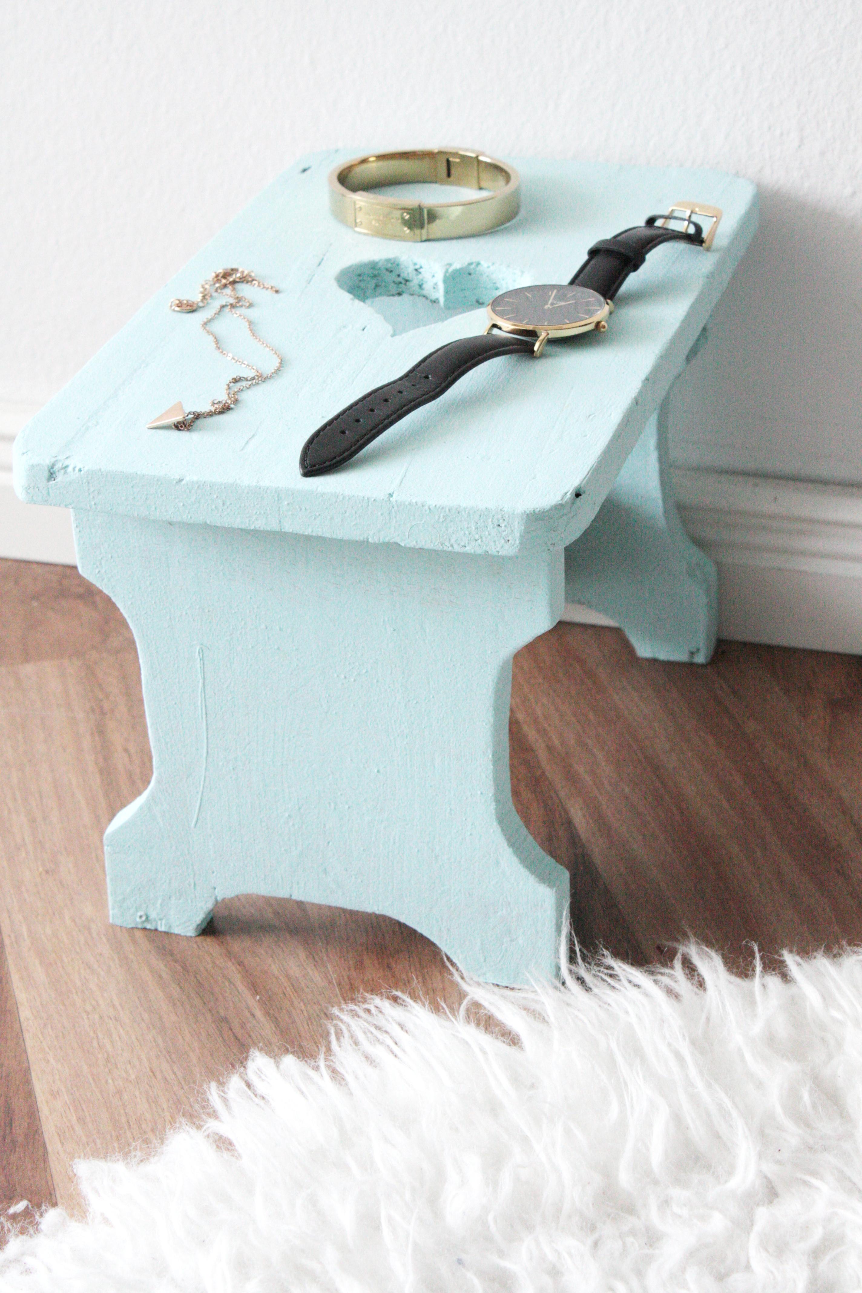 alte m bel aufpeppen mein neuer hocker rosy grey diy blog lettering m nchen. Black Bedroom Furniture Sets. Home Design Ideas
