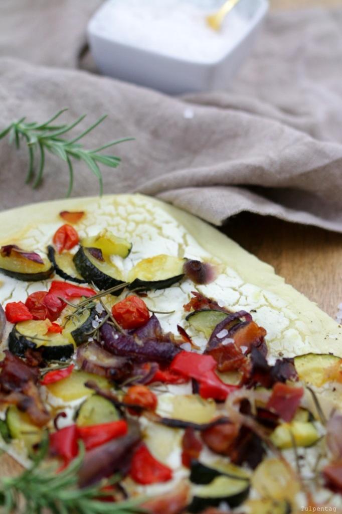 lea-flammkuchen-pizza-mit-ofengemuese2