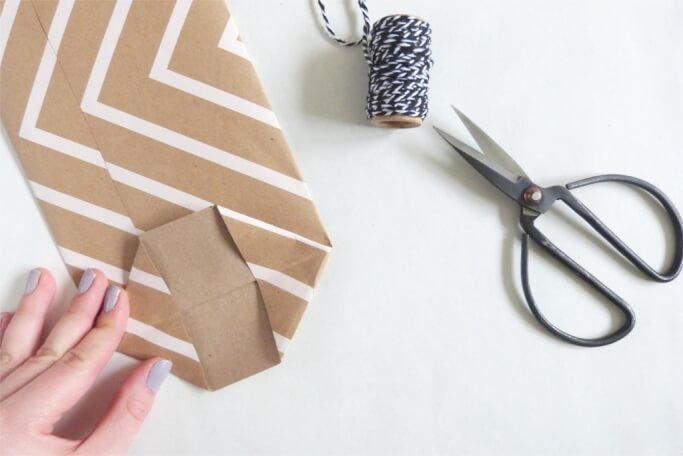 Flasche verpacken DIY Papiertuete selbermachen basteln